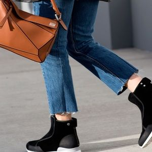 Shoes - Looking for these Ugg laurell